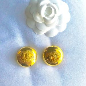 100 💯 Auth Large Chanel earrings gold vintage